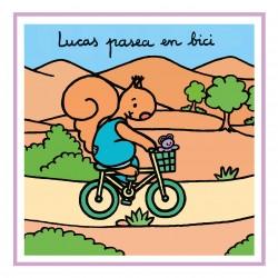 Lucas pasea en bici
